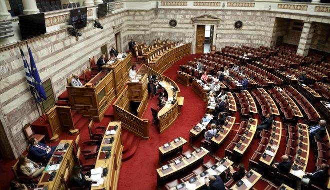 """Άνοιγμα σχολείων: Στη Βουλή σήμερα το... """"μη-σχέδιο"""" της Νίκης Κεραμέως"""