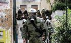 Καρέ από την εισβολή της Αστυνομίας στον προαύλιο χώρο της ΑΣΟΕΕ