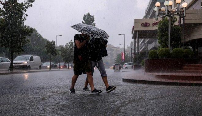 Βροχόπτωση στο κέντρο της Αθήνας