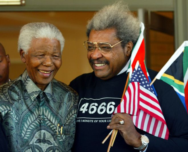 Former South African president Nelson Mandela (L) meets with U.S. boxing promoter Don King at Nelson Mandela's Foundation in Johannesburg May 24, 2004. King was a guest of honour in a five-bout programme which was staged by South Africa's Rodney Berman of Golden Gloves at Carnival City in Brakpan last Saturday. REUTERS/Juda Ngwenya  JN/CRB - RTRWZII