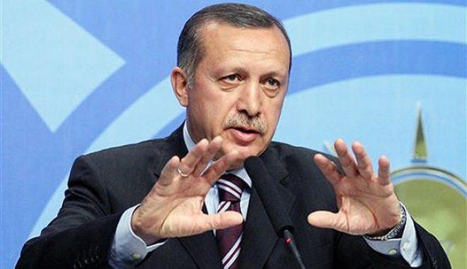 Σειρά μεταρρυθμίσεων ανακοίνωσε ο Ερντογάν: Αίρει την απαγόρευση μαντήλας στο δημόσιο