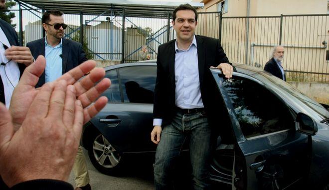 Ο Πρόεδρος του ΣΥΡΙΖΑ αλέξης Τσίπρας συνοδευόμενος από τον υποψήφιο για τον δήμο της Αθήνας Γαβριήλ Σακελλαρίδη,επισκέφθηκε σήμερα τις εγκαταστάσεις της ΕΥΔΑΠ στο Γαλάτσι,Τρίτη 6 Μαϊου 2014 (EUROKINISSI/ΤΑΤΙΑΝΑ ΜΠΟΛΑΡΗ)