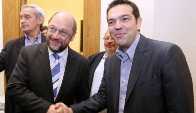"""Τσίπρας: """"Είναι ο Σουλτς υποψήφιος των Σοσιαλδημοκρατών ή της Μέρκελ;"""""""