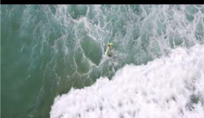 Βίντεο: Δείτε τη θεαματική διάσωση κολυμβητών από drone