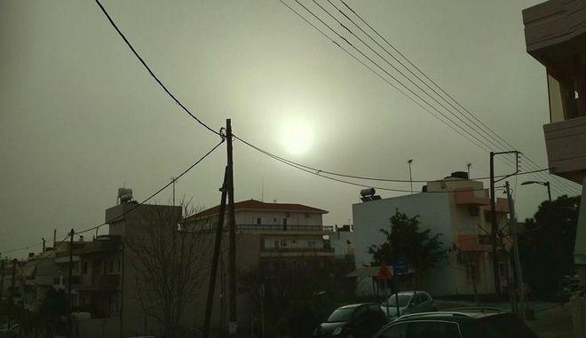 """""""Πνίγεται"""" η Κρήτη από την αφρικανική σκόνη"""
