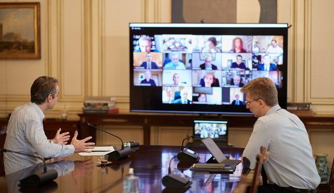 Τηλεδιάσκεψη του πρωθυπουργού Κυριάκου Μητσοτάκη με ερευνητές