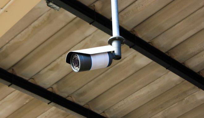 Κάμερες στις πολυκατοικίες: Ασφάλεια ή κατάργηση της ιδιωτικότητας;
