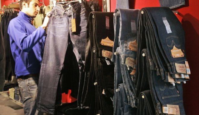 Τζιν παντελόνια - Φωτό αρχείου
