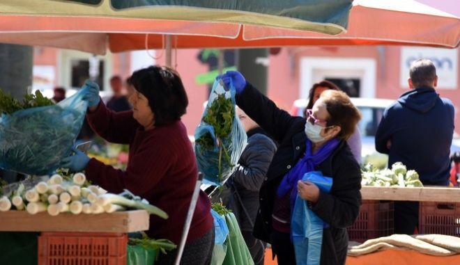 Στιγμιότυπο από λαϊκή αγορά
