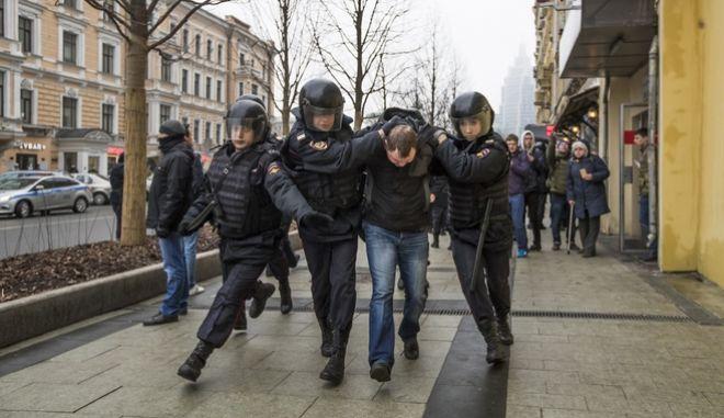 Μόσχα: Μπαράζ συλλήψεων σε διαδήλωση κατά της διαφθοράς