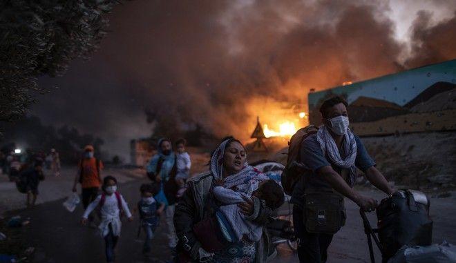 Στιγμιότυπο από τη φωτιά στη Μόρια