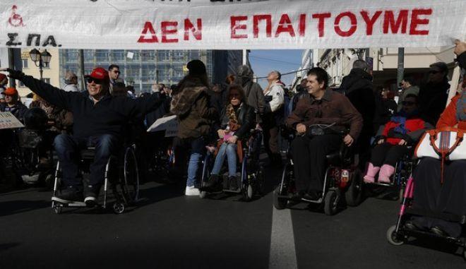 Πανελλαδικό παν-αναπηρικό συλλαλητήριο στην Ομόνοια από την Εθνική Συνομοσπονδία Ατόμων με Αναπηρία (ΕΣΑμεΑ), ενόψει της 3ης Δεκέμβρη, Εθνικής ημέρα ΑμεΑ, Παρασκευή 2 Δεκεμβρίου 2016. (EUROKINISSI/ΣΤΕΛΙΟΣ ΜΙΣΙΝΑΣ)