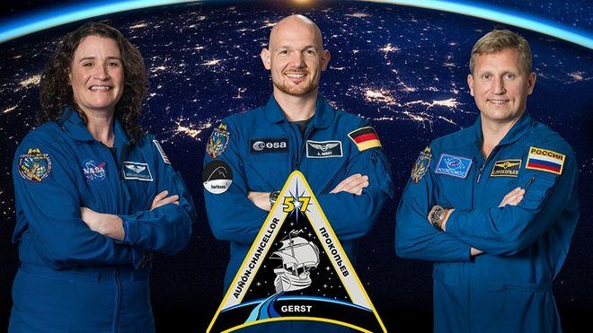 Η επίσημη φωτογραφία του πληρώματος: Serena Auñón-Chancellor, Alexander Gerst, Sergey Prokopyev