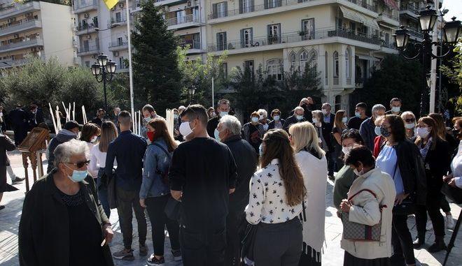Ουρές έξω από τον Άγιο Δημήτριο στη Θεσσαλονίκη τον Οκτώβριο.