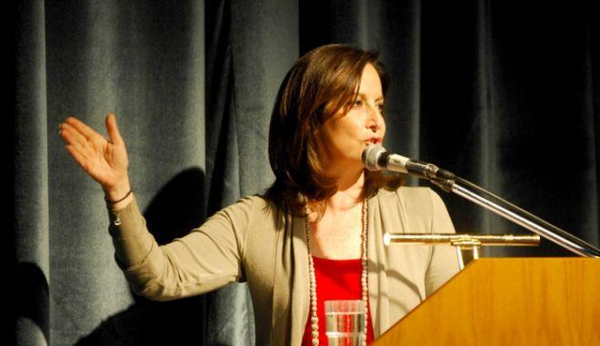 Η προεκλογική αυλαία του ΠαΣοΚ στα Τρίκαλα έπεσε το βράδυ της Παρασκευής 4 Μαΐου 2012, με την ομιλία της Άννας Διαμαντοπούλου στο Πνευματικό Κέντρο της πόλης. Την ώρα της ομιλίας νεαρός Τρικαλινός την αποδοκίμασε αλλά απομακρύνθηκε άμεσα από την αστυνομία. Επίσης κατά την είσοδό της στην αίθουσα την περίμενε η πρώτη δασκάλα της. Η νηπιαγωγός κυρία Γεωργία Τύμπα από τα «χέρια» της οποίας πέρασε η κυρία Διαμαντοπούλου ως νήπιο στο Νηπιαγωγείο Μπάρας. Η ίδια πέρασε ένα μέρος των παιδικών της χρόνων στα Τρίκαλα όπου εργάζονταν ο πατέρας της στον υποσταθμό της ΔΕΗ. (EUROKINISSI/ΘΑΝΑΣΗΣ ΚΑΛΛΙΑΡΑΣ)