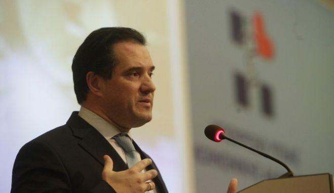 O Άδωνις Γεωργιάδης δεν ξέρει από λίστες αναμονής