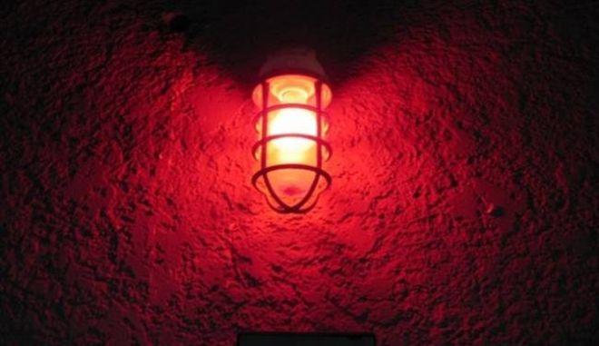 Ξενοδοχεία και οίκοι ανοχής. Τι ζητούν 17 βουλευτές του ΣΥΡΙΖΑ να αλλάξει
