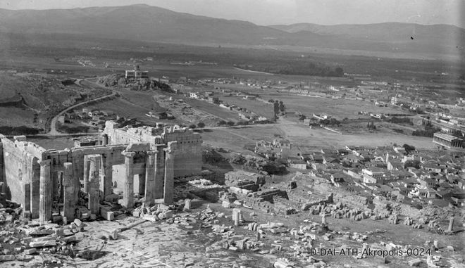 Όταν η Αθήνα είχε ποτάμι. 20 καρέ μιάς άλλης εποχής Propylaia