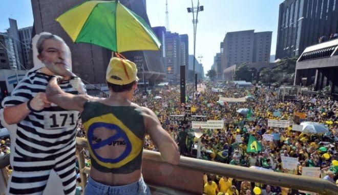 Ο Λούλα υπουργός παρότι εμπλέκεται σε σκάνδαλο