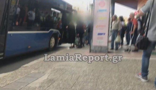 Λαμία: Επιτέθηκαν στον οδηγό όταν τους ζήτησε να πληρώσουν εισιτήριο και να βάλουν μάσκα