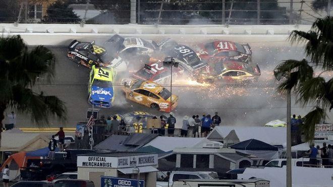 Καραμπόλα στα 500 Μίλια της Daytona