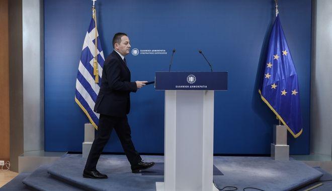 Ενημέρωση των πολιτικών συντακτών από τον Κυβερνητικό Εκπρόσωπο Στέλιο Πέτσα.