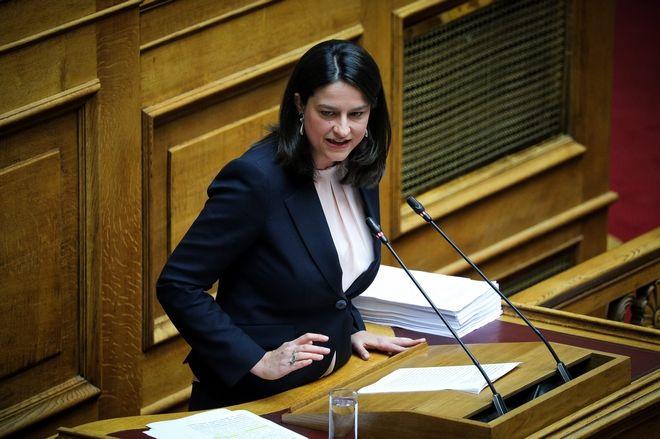 Η Νίκη Κεραμέως κατά τη συζήτηση νομοσχεδίου του υπουργείου Παιδείας στην Ολομέλεια της Βουλής