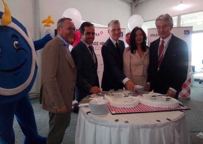 Το δρομολόγιο Αθήνα – Μύκονος, σήμερα το πρωί, εγκαινίασε τη βάση της ισπανικής αεροπορικής εταιρείας Volotea, στο αεροδρόμιο της Αθήνας.