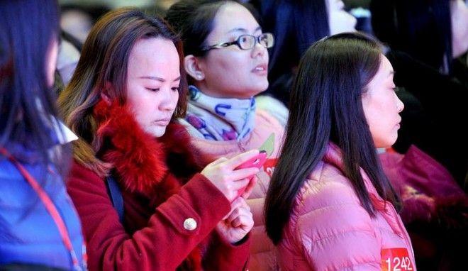 Στην Κίνα και η κυβέρνηση κάνει την προξενήτρα