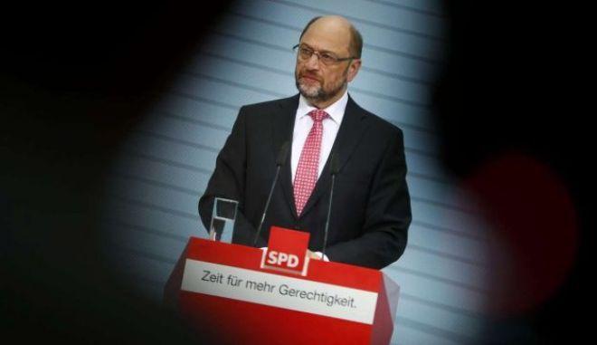 Γερμανία: Μέλη του SPD ζητούν διάλογο με τους Χριστιανοδημοκράτες