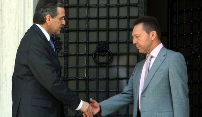 Ο πρωθυπουργός Αντ. Σαμαράς με τον υπουργό Οικονομικών Γιάννη Στουρνάρα μετά το τέλος της σύσκεψης των πολιτικών αρχηγών στο Μέγαρο Μαξίμου την Πέμπτη 27 Σεπτεμβρίου 2012. (EUROKINISSI/ΤΑΤΙΑΝΑ ΜΠΟΛΑΡΗ)