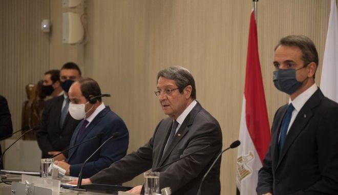 Μητσοτάκης, Σίσι και Αναστασιάδης κάνουν δηλώσεις μετά την ολοκλήρωση της Τριμερούς Συνόδου Κορυφής