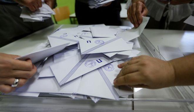 Άνοιγμα κάλπης σε εκλογικό τμήμα
