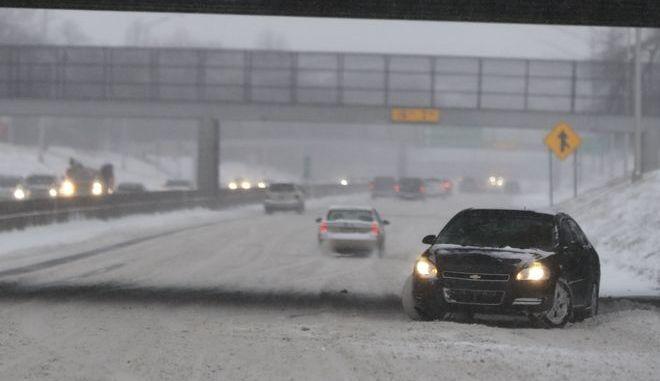 Οδηγός χάνει τον έλεγχο αυτοκινήτου στον αυτοκινητόδρομο 94 στο Ντιτρόιτ