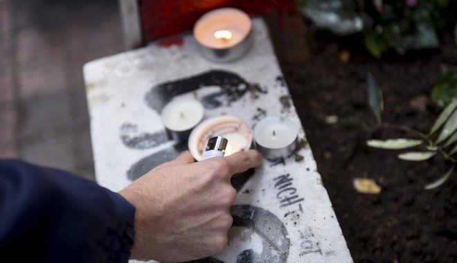 Το μνημείο για τον Αλέξη Γρηγορόπουλου στα Εξάρχεια