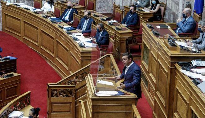 Βουλή: Στο… σακάκι του Τσίπρα άσκησε κριτική η Ν.Δ