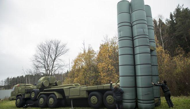Η εταιρεία Rusbal αναπτύσσει μπαλόνια θερμού αέρα και μοντέλα όπλων που χρησιμοποιούνται για στρατιωτικά φεστιβάλ (2016)