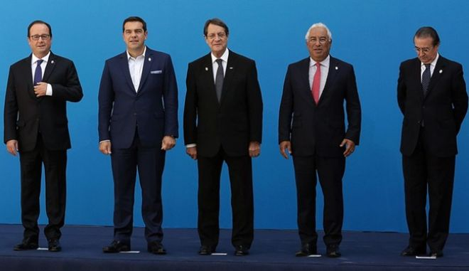 epa05531728 Greek Prime Minister Alexis Tsipras (C) poses for a photo with French President Francois Hollande (3-L), Italian Prime Minister Matteo Renzi (2-L), Maltese Prime Minister Joseph Muscat (L), Cyprus President Nicos Anastasiades (3-R), Portuguese Prime Minister Antonio Costa (2-R) and Spain's State Secretary for the European Union Fernando Eguidazu (R) during a family photo at Zappeion Mansion in Athens, Greece, 09 September 2016. Alexis Tsipras called a Mediterranean EU member-states leaders' meeting in Athens for dealing with joint challenges relating to migration, security and the economy, ahead of the informal European Council in Bratislava on September 16.  EPA/SIMELA PANTZARTZI