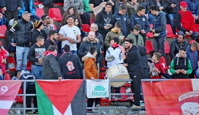 Φωτογραφική τελειότητα: Σημαία του ΠΑΣΟΚ στον τελικό Κυπέλλου Ηλείας