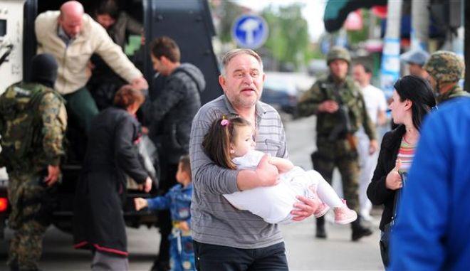 ΠΓΔΜ: Βομβαρδισμένο τοπίο το Κουμάναβο - Νεκροί 22 άνθρωποι