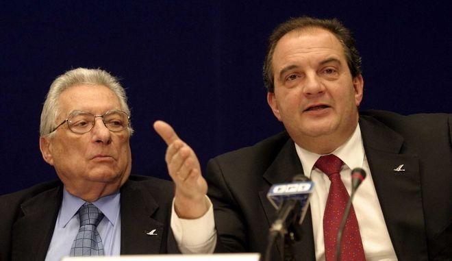 Ο Κώστας Καραμανλής την περίοδο της πρωθυπουργίας του μαζί με τον τότε ΥΠΕΞ, Πέτρο Μολυβιάτη