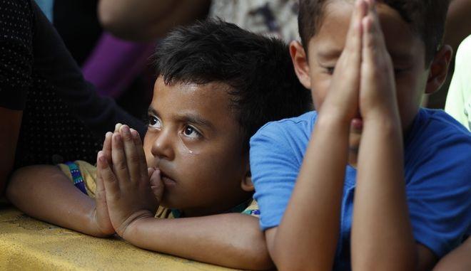 Οικογένειες μεταναστών χωρίζονται στα σύνορα ΗΠΑ-Μεξικού