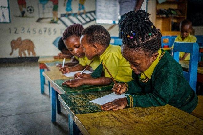 Στο Κέντρο Προσχολικής Αγωγής στη Ρουάντα οι μικροί μαθητές βάζουν από νωρίς τις βάσεις για σωστή εκπαίδευση