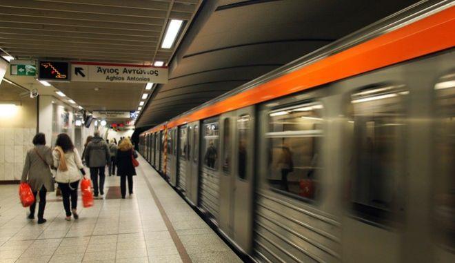Στιγμιότυπο από το μετρό της Αθήνας