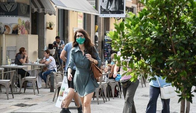 Κόσμος με μάσκες στην Πάτρα την Τρίτη 6 Οκτωβρίου 2020. Σε καθεστώς μίνι - lockdown έχει τεθεί η περιφερειακή ενότητα Αχαϊας μετά την αύξηση των κρουσμάτων στην περιοχή. (EUROKINISSI/ΓΙΑΝΝΗΣ ΑΝΔΡΟΥΤΣΟΠΟΥΛΟΣ)