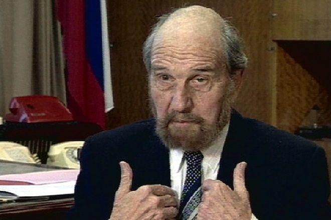 Ο Τζορτζ Μπλέικ, πρώην κατάσκοπος, μιλά κατά τη διάρκεια συνέντευξης για τα 80α γενέθλιά του στη Μόσχα, 11 Νοεμβρίου 2002.