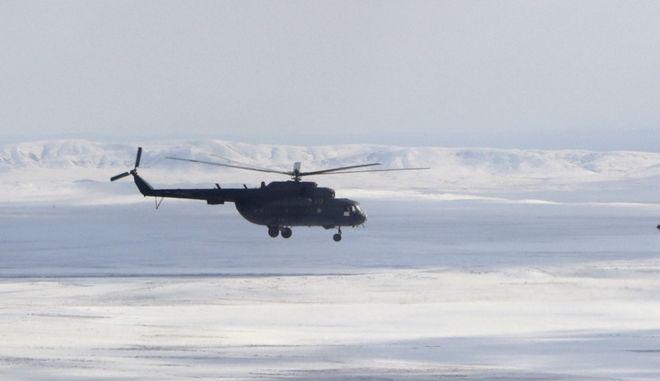 Ρωσικό ελικόπτερο πετά πάνω από το Καζακστάν