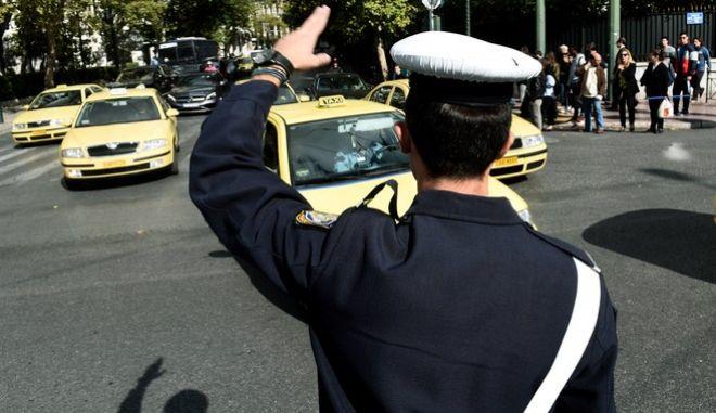 Κίνηση οχημάτων στο κέντρο της Αθήνας την Πέμπτη 26 Οκτωβρίου 2017. Αυξημένη, σύμφωνα με την Τροχαία, είναι η κίνηση σε όλους τους οδικούς άξονες που οδηγούν στο κέντρο της Αθήνας, εξαιτίας της 24ωρης απεργίας στο Μετρό. (EUROKINISSI/Τατιάνα Μπόλαρη)