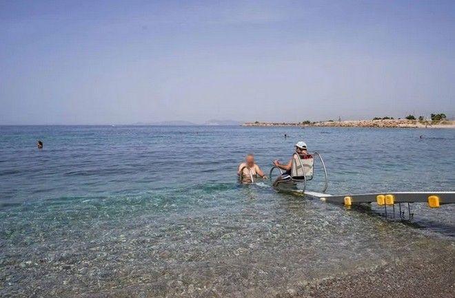 Γλυφάδα: Πρόσβαση στην παραλία για όλους - Επανήλθαν τα δύο Seatrac για ΑμεΑ
