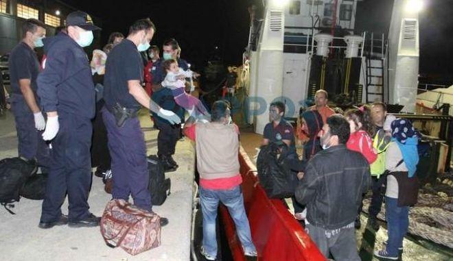 Ακυβέρνητο σκάφος με 120 μετανάστες εντοπίστηκε ανοιχτά της Καλαμάτας